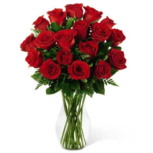 Charming Long Stem Red Roses placed in a Glass Vase<br>